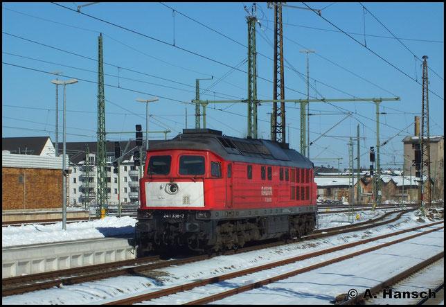Am 4. März 2013 rollt 241 338-3, aus Chemnitz-Küchwald kommend durch Chemnitz Hbf.