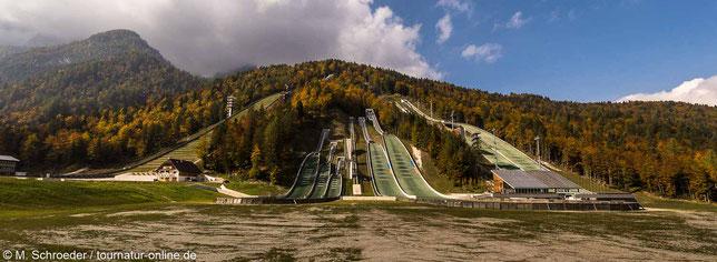Planica: Die Skianlage, ganz links die Skiflugschanze