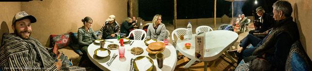 geselliger Abend auf dem Campingplatz