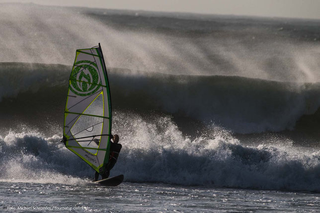 Moulay Bouzerktoun - Surfspot unter Polizeischutz