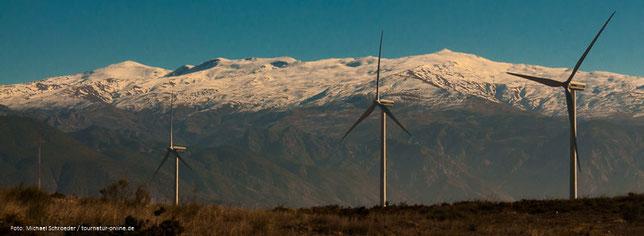 Sierra Nevada - schneebedeckte Gipfel bis 3.500 m im Süden Spaniens