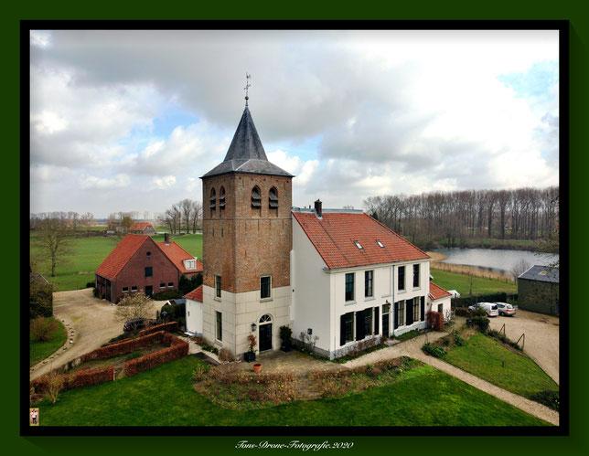 Hervormde kerk ca.1400  1856 / 1858 herenhuis en koor driebeukige kerk ooij