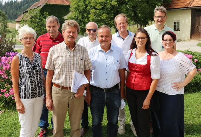 """Treffen der Bürgerinitiative """"Nein zum Neupersteinbruch"""" mit Landesrätin Sara Schaar und Bürgermeister Josef Klausner."""