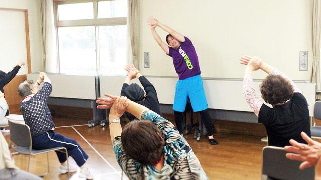 埼玉県上尾市の特別養護老人ホームパストーン浅間台様での高齢者向け体操教室の様子