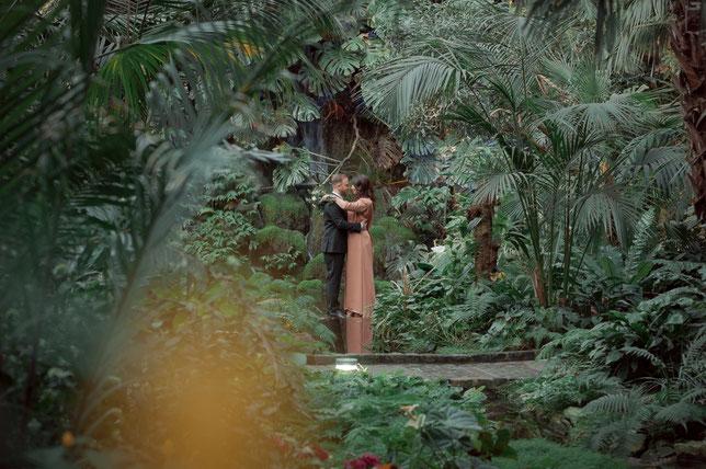 Love Story im Palmengarten Frankfurt am Main oder Probe-Shooting mit zukünftigem Brautpaar - Fotoaufnahmen vor der Hochzeit