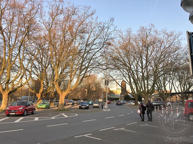 Abendstimmung auf dem Parkplatz vor der CREATIVA Messe in Dortmund
