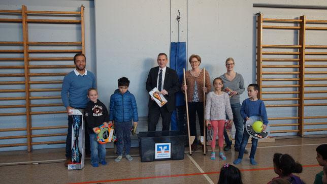 Florian Krauß, Alexander Zippel, Meike Peppler und Frauke Ernst machten den Kindern mit der Spielzeugkiste große Freude