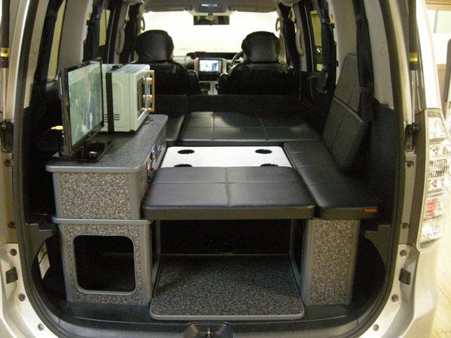 VOXYやNOAHで車中泊仕様を作るならOSPのライトキャンパーでキマリ!