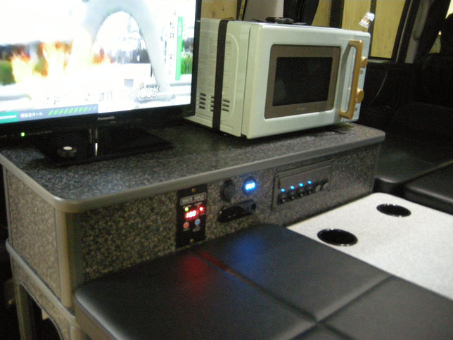 VOXYやNOAHの車中泊仕様を作るならOSPのライトキャンパーでキマリ!