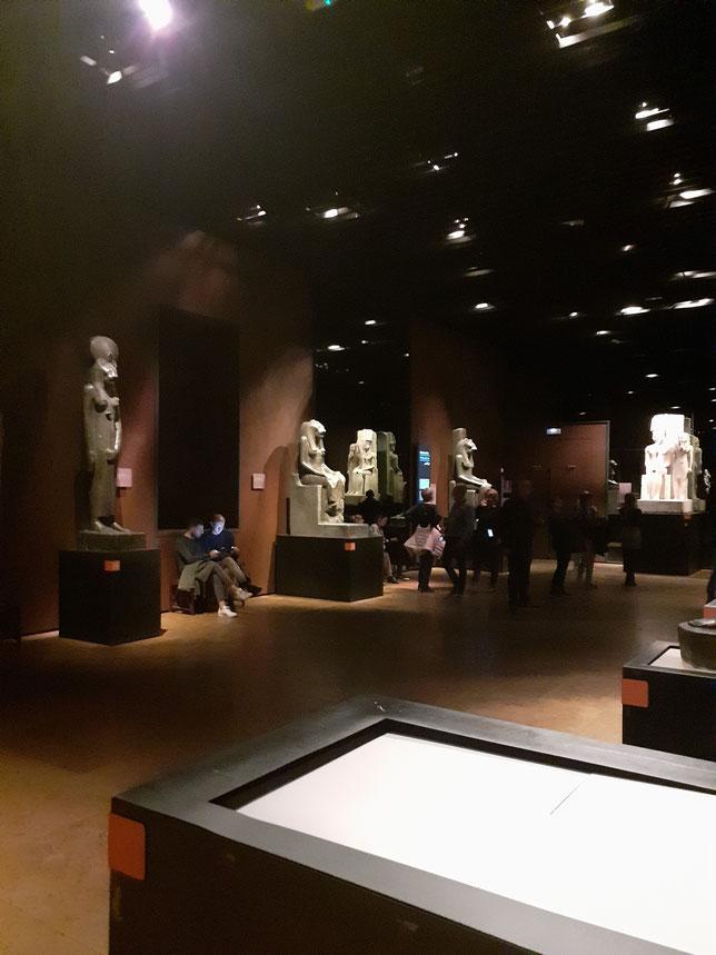 La sala  delle statue  nel  Museo  Egizio.
