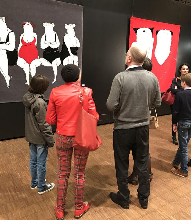 Handgetufte tapijten van Mieke Drossaert op de Internationale Kunstbiënnale in Haacht.