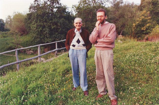 """Fotografia courtesy PaoloLagazzi, presente anche nel libro """"La casa del poeta"""", Paolo Lagazzi a Casarola accanto ad Attilio Bertolucci"""