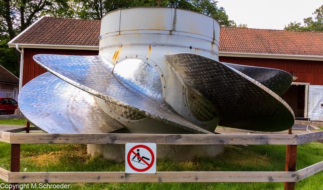 Nicht das Turbinenrad ist hier wichtig: Bitte das Schild im Vordergrund beachten!