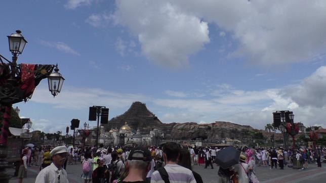Der Vulkan nach dem Eingangsbogen