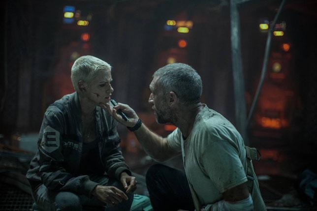 Vincent Cassel constate que Kristen Stewart est blessée. Mais dans le fond, ce n'est pas si grave (©20th Century Fox).