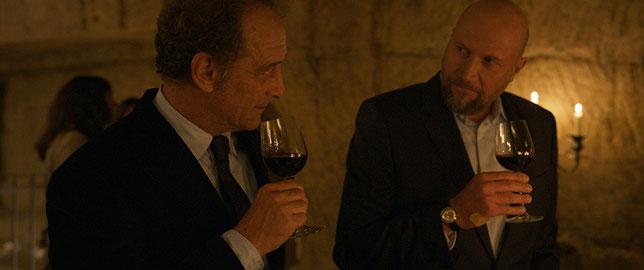 Pierre (Vincent Lindon, à gauche) doit courtiser son cousin Adrien (François Damiens) pour obtenir son accord pour une affaire importante (©Pathé Films).