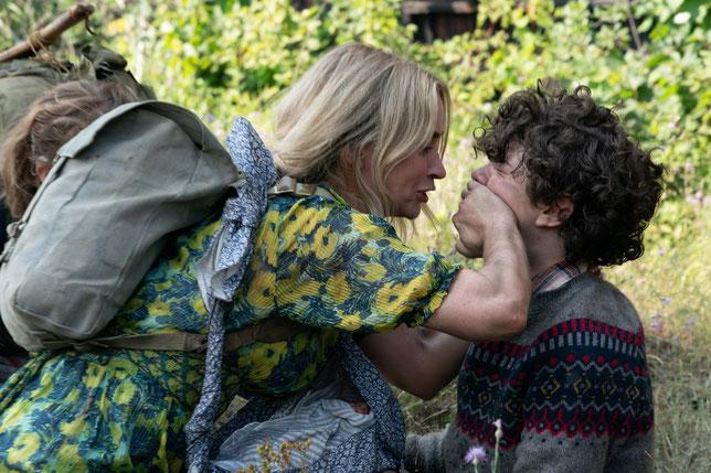 Comme dans le premier film, Evelyn (Emily Blunt) demande à ses enfants –ici son fils Marcus (Noah Jupe)– de ne pas faire le moindre bruit (©Paramount Pictures).