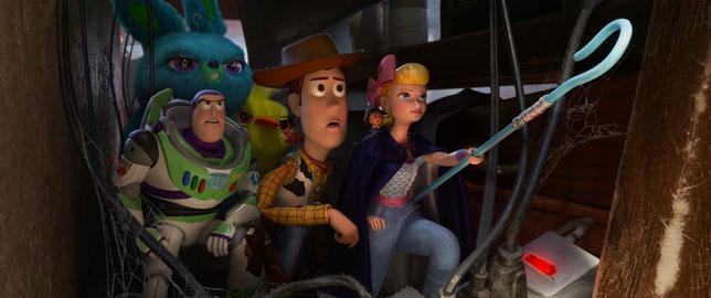 Buzz l'Éclair, Woody et la Bergère ont une mission: sauver Fourchette (©Disney/Pixar).