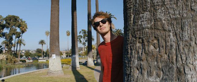 Andrew Garfield se transforme en détective privé sous le soleil de Los Angeles (©Le Pacte).
