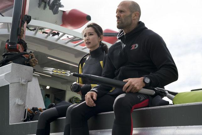 Coopération entre les peuples: la scientifique chinoise (Li Bingbing) et le plongeur américain (Jason Statham) luttent ensemble contre le grand requin (©Warner Bros).