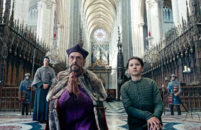 Sous une forme très stylisée, le film raconte les batailles et le procès de Jeanne d'Arc (©Les films du Losange).