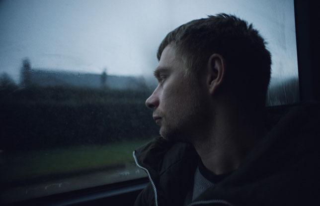 Valentin Novopolskij interprète Oleg, un Letton qui quitte son pays pour aller travailler en Belgique (©Arizona Films).