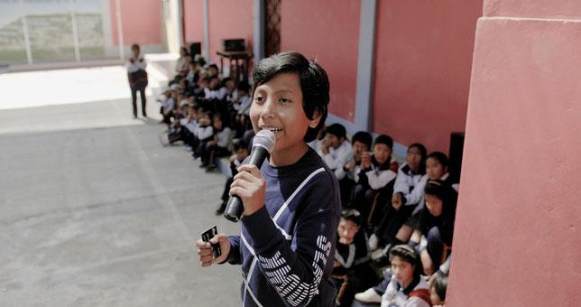 Le petit Péruvien José Adolfo, 13 ans, a créé à l'âge de 7 ans une banque pour les enfants de son pays (©Apollo Films).