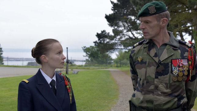 Diane Rouxel et Lambert Wilson: quand une jeune femme volontaire impressionne un militaire chevronné (©Gaumont).