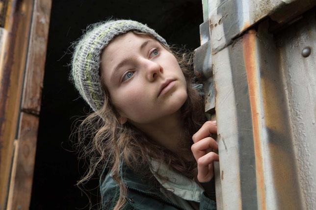 La jeune actrice Thomasin McKenzie interprète le rôle principal du film (©Condor Films).