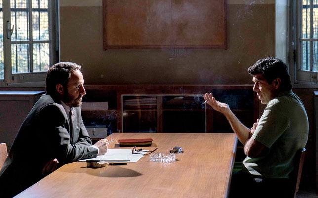 Le mafieux Tommaso Buscetta (Pierfrancesco Favino, à droite) se confie au juge Giovanni Falcone (Fausto Russo Alesi) (©Ad Vitam).