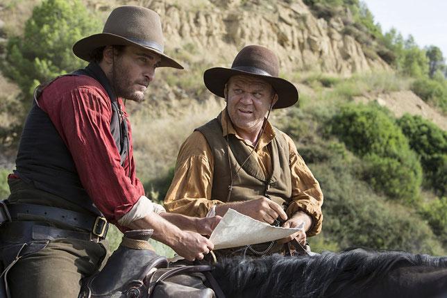 Joaquin Phoenix (à gauche) et John C. Reilly sont les frères Sisters (©UGC Distribution).