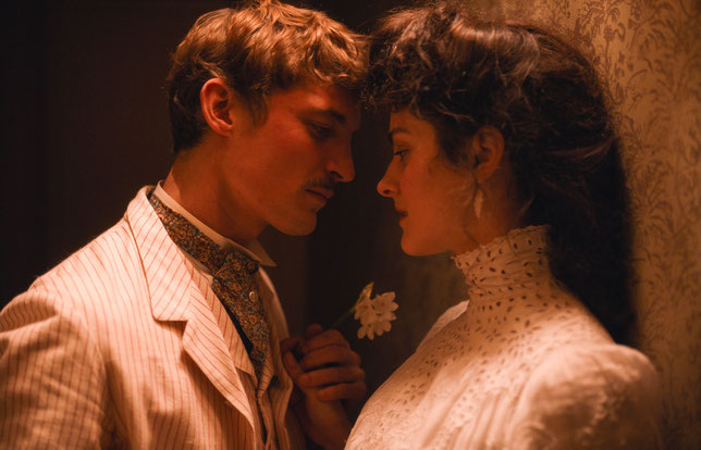 Pierre Louÿs (Niels Schneider) et Marie de Régnier (Noémie Merlant), amants sulfureux (©Memento Films).