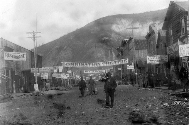 La ville de Dawson a vu sa population passer de quelques centaines à 40.000 habitants au moment de la Ruée vers l'or à la fin du XIXe siècle (©Théâtre du Temple).