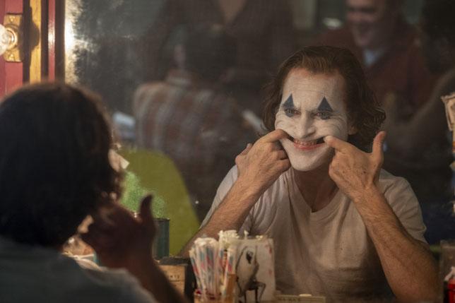 Joaquin Phoenix est un Joker émouvant, inquiétant, violent, impressionnant (©Warner).