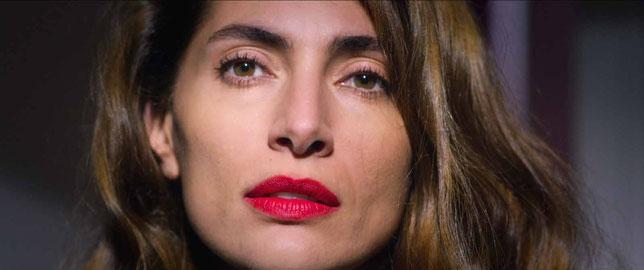 Caterina Murino est Irina, une femme aux deux visages (©Destiny Distribution).