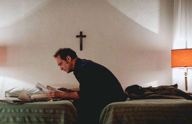 Vincent Lindon, journaliste, enquête sur une apparition présumée de la Vierge Marie dans le Sud-Est de la France (©Shanna Besson/Memento Films).