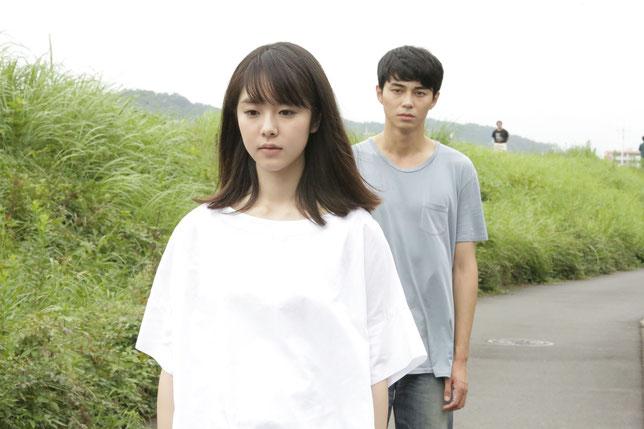 Asako (Erika Karata) est amoureuse de Baku puis de son sosie Ryôhei (Masahiro Higashide) (©Art House).