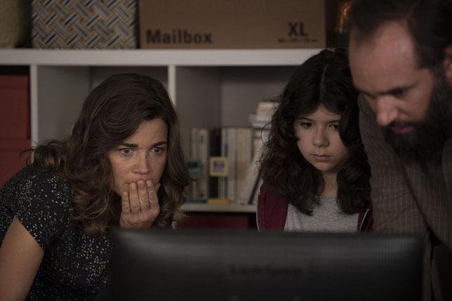 Blanche Gardin interprète une mère de famille influenceuse qui médiatise la maladie orpheline de son fils sur la Toile (©Apollo Films).
