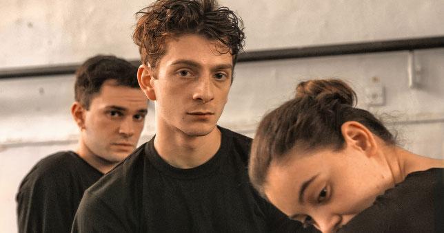 L'acteur principal Levan Gelbakhiani alterne énergie, dans les scènes de danse, et fragilité, dans les séquences plus intimes (©ARP Sélection).