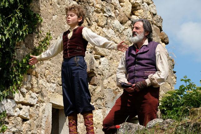 Aux côtés de Daniel Auteuil, c'est jeune acteur Maleaume Paquin qui interprète Rémi (©Mars Films).