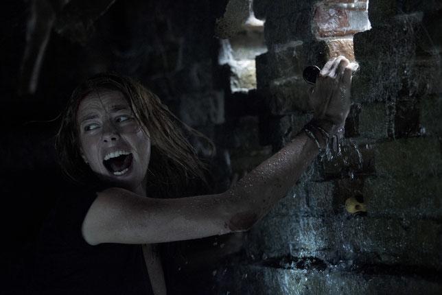 Pour l'actrice Kaya Scodelario, peu de différences entre un alligator et un crocodile: c'est caïman la même chose (©Paramount Pictures).