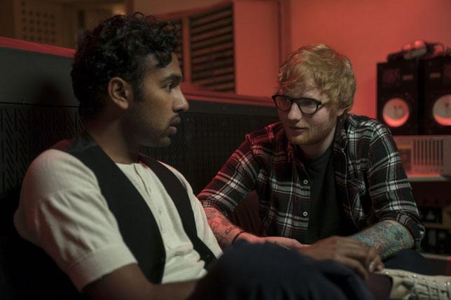 Le chanteur Ed Sheeran (à droite) joue son propre rôle dans le film, face à Himesh Patel (©Jonathan Prime/UPI).