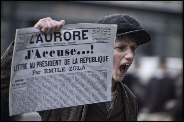 """La Une du journal """"L'Aurore"""" du 13 janvier 1898 sur l'Affaire Dreyfus (©Gaumont)."""