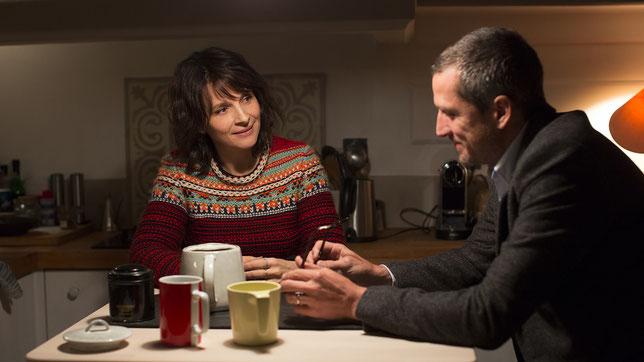 Juliette Binoche s'interroge: son mari Guillaume Canet la trompe-t-il? (©Ad Vitam).
