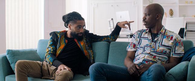 Jean-Pascal Zadi (à droite) est conseillé par l'humoriste Fary, qui joue son propre rôle dans le film (©Gaumont).