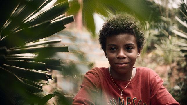 Le jeune Djibril Vancoppenolle interprète Gabriel, le personnage principal du film (©Pathé).