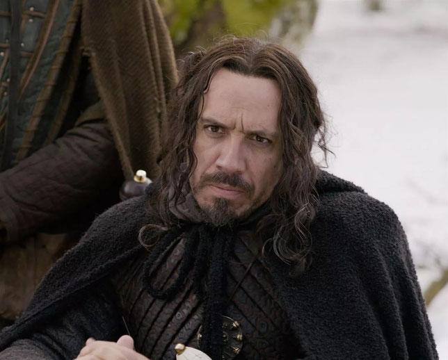 Alexandre Astier interprète le roi Arthur Pendragon, qui revient après 10 ans d'absence (©SND).