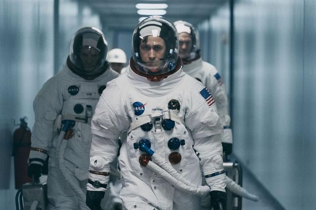 Neil Armstrong (Ryan Gosling) en route pour la mission Apollo 11, avec Michael Collins (à gauche) et Buzz Aldrin (à droite) (©Universal Pictures).