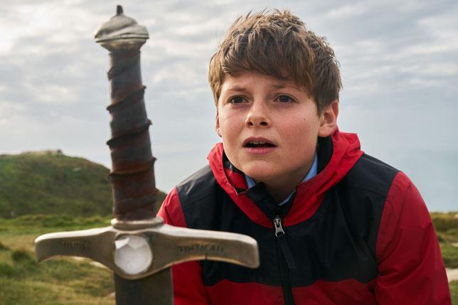 Le jeune Louis Serkis est Alex, garçon de 12 ans qui décroche Excalibur (©20th Century Fox).