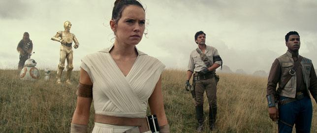 La jeune Rey (Daisy Ridley) et ses amis Poe (Oscar Isaac) et Finn (John Boyega) mènent le combat de la Résistance (©The Walt Disney Company).